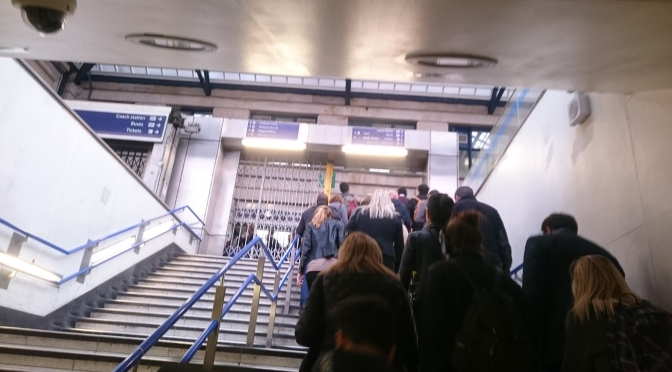 Congestion at Victoria station caused entirely by station staff  <>